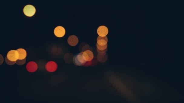 Mimo město a auta světel zaměření v Uhd 4k