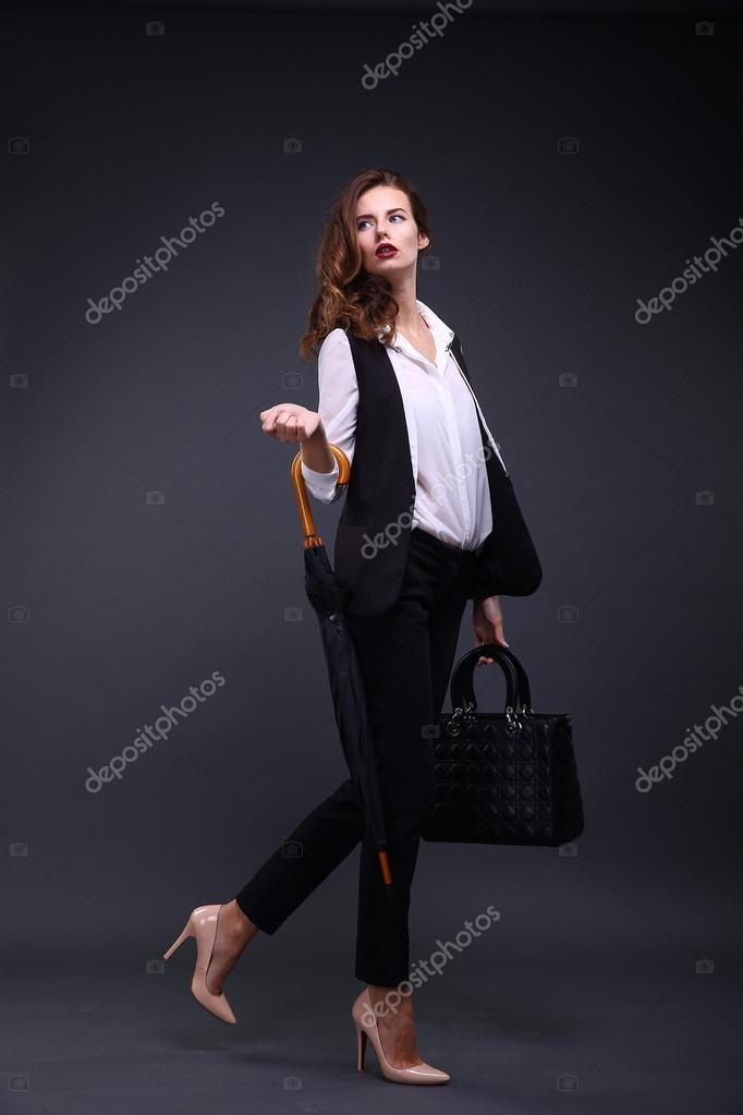 Camisa blanca y chaqueta negra