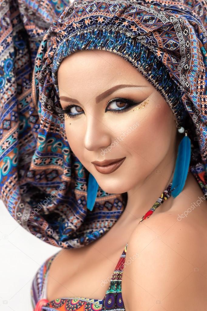Portrat Schone Frau Arabisches Make Up Bunten Turban Stockfoto