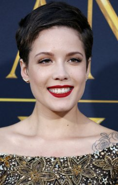 Singer and songwriter Halsey