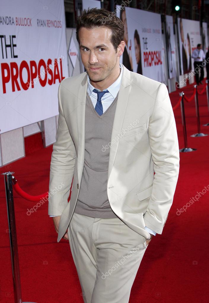 Actor Ryan Reynolds Stock Editorial Photo Popularimages 107981744