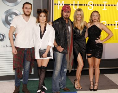 Cyrus family at 2015 MTV  Awards