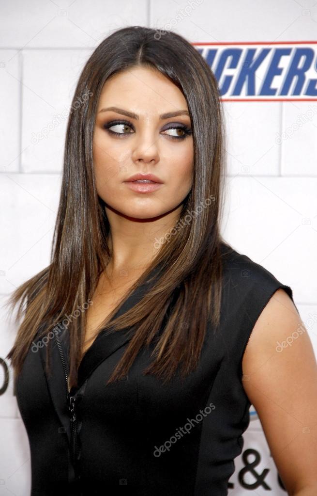 Top 50 famosas de J182 Depositphotos_89836662-stock-photo-actress-mila-kunis