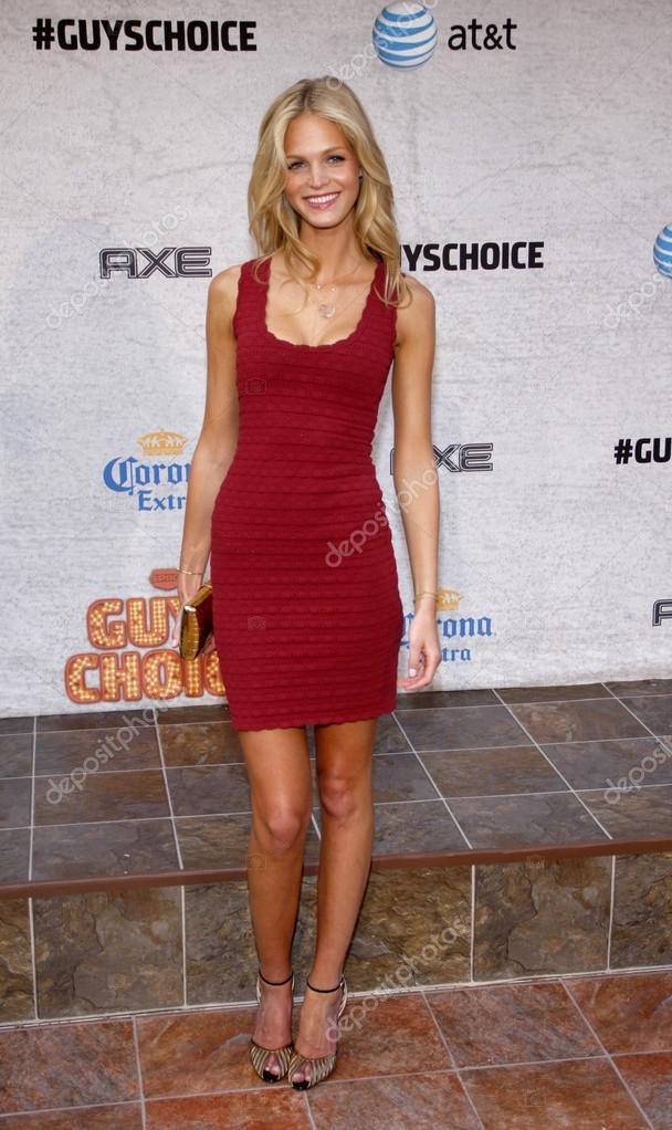 ¿Cuánto mide Karlie Kloss? - Altura - Real height Depositphotos_89894212-stock-photo-model-erin-heatherton
