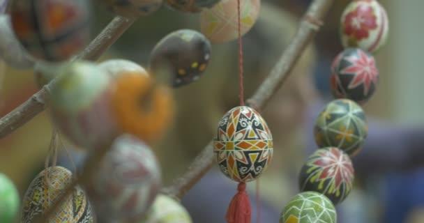 Csendélet húsvét tojás nő Makes Wicker kosár Girls döntetlen a húsvéti tojás technológia festmény a húsvéti tojás festmény a húsvéti tojást a vázlat