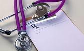 Zdravotní stetoskop a desky na stůl