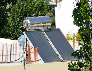 Building with solar thermal system