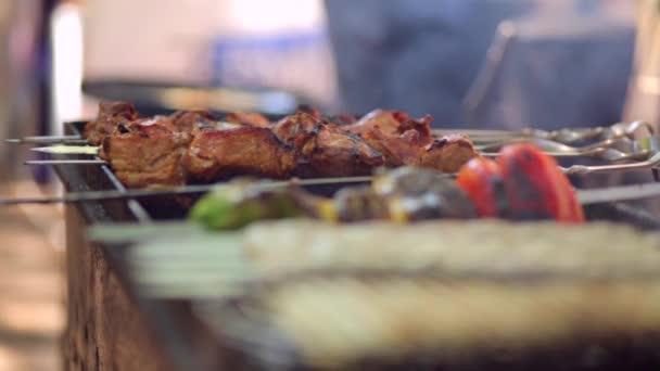 šíš kebab, vaření na venkovním grilu