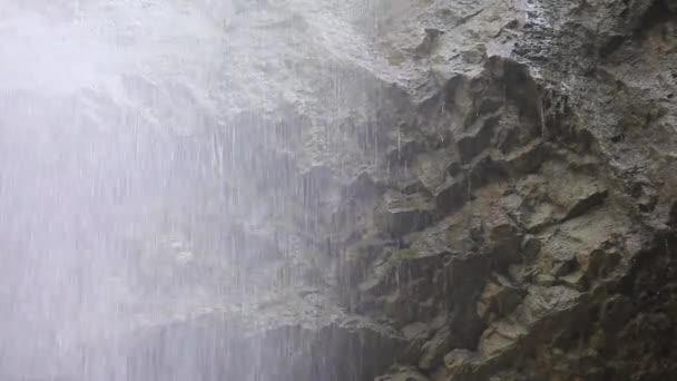 Přírodní krásy v přírodě. nádherný vodopád se valí přes útes Laza, Guba, Ázerbájdžán
