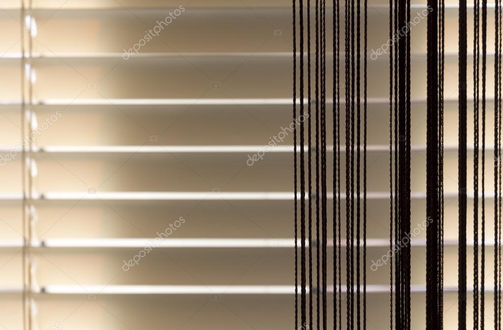 Beige zonneblinden en gordijnen touw — Stockfoto © SV_Production ...