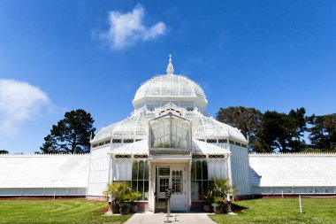 One of famous places in San Francisco, The Conservatory of Flowers.