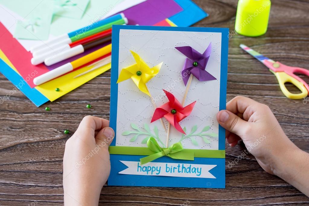 handgjorda gratulationskort Handgjorda gratulationskort födelsedag, blommor och grenar. Ark av  handgjorda gratulationskort