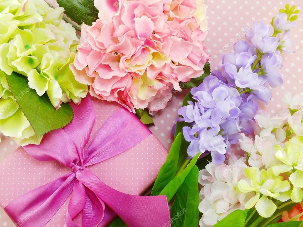 cadeaux et beau bouquet de fleurs pour maman anniversaire. Black Bedroom Furniture Sets. Home Design Ideas