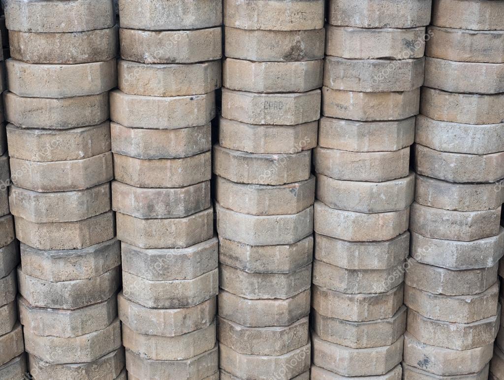 Fußboden Aus Backsteinen ~ Stapel von backstein für den fußboden mit handwerk u2014 stockfoto