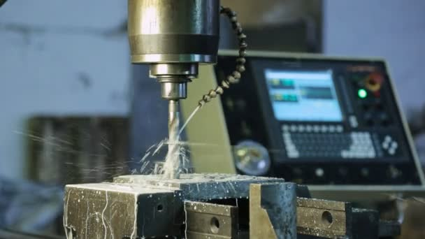 Process of drilling on CNC machines and system supply, cutting fluid.