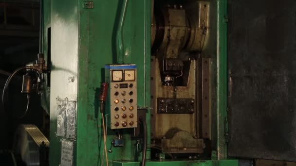 Operating stamping press and its control panel.