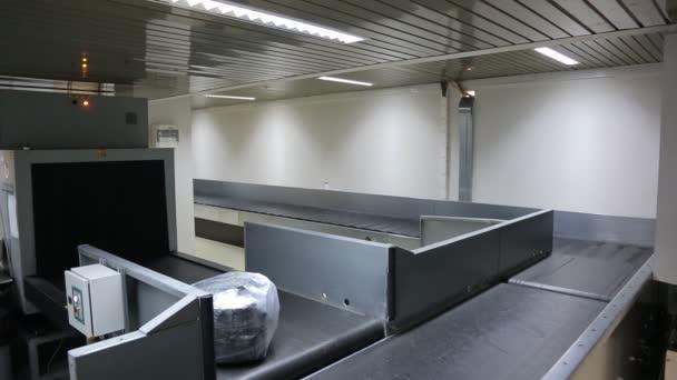 Systém přepravy a distribuce zavazadel cestujících na zavazadla kolotoč na letišti