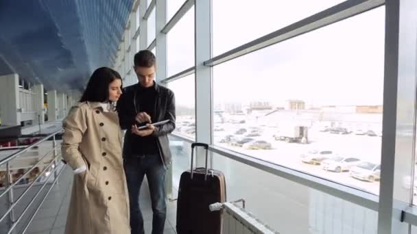 Man patiently explains woman how to reach destination that she wants