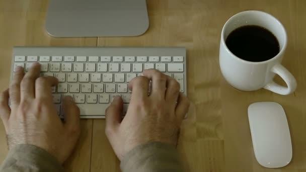 Psaní na světlo dřevěný stůl na notebook whis individuální návyky