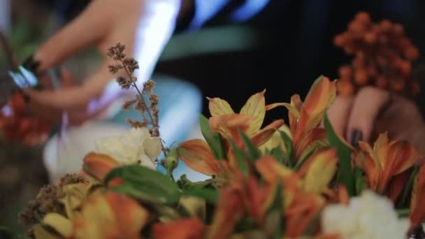 Senior Master expert květinářství s květy, kytice, boutonnieres, byliny, rostliny