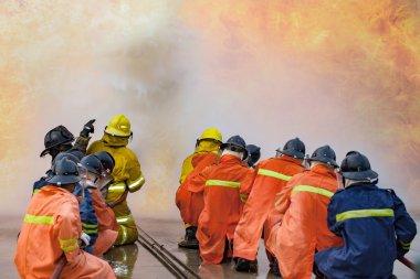 Eğitim, çalışanları yangın fighti eğitim yıllık itfaiye