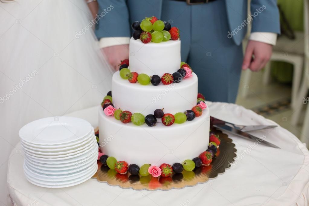 Hochzeitstorte Mit Obst Stockfoto C Monoliza21 87188004