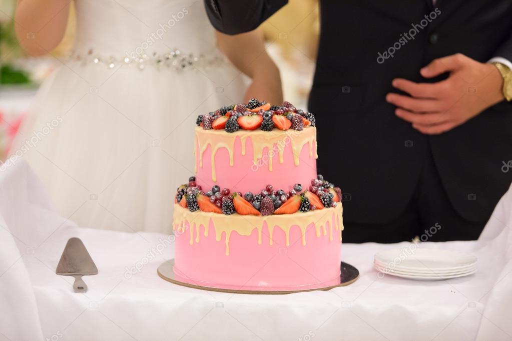 Hochzeitstorte Von Rosa Farbe Stockfoto C Monoliza21 92069720
