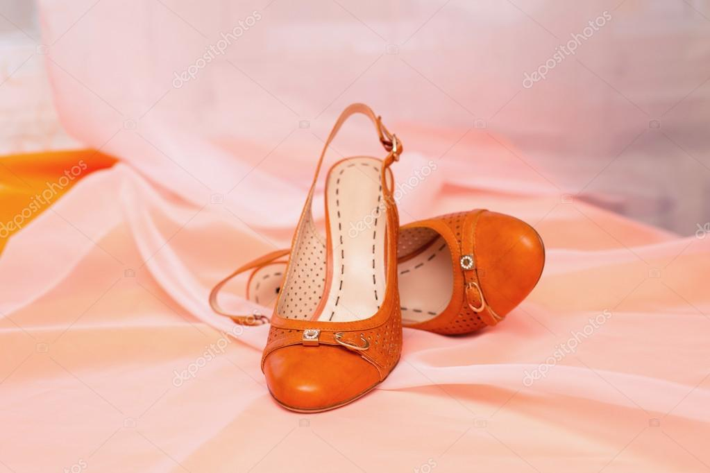Scarpe Arancioni Sposa.Orange Shoes Of The Bride Stock Photo C Monoliza21 98888096