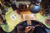 Fotografie Řemeslník pracující na stůl