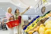 Fényképek Gyümölcs bevásárlás a nők