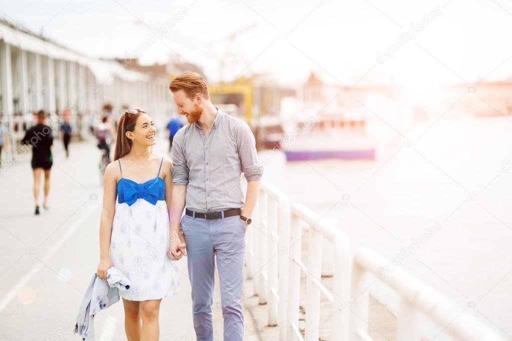 romans międzyrasowy randki online ścinający pierścień randkowy