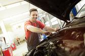 Fotografie Automechanik, oprava auta