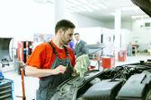 Auto auto mechanik údržbu