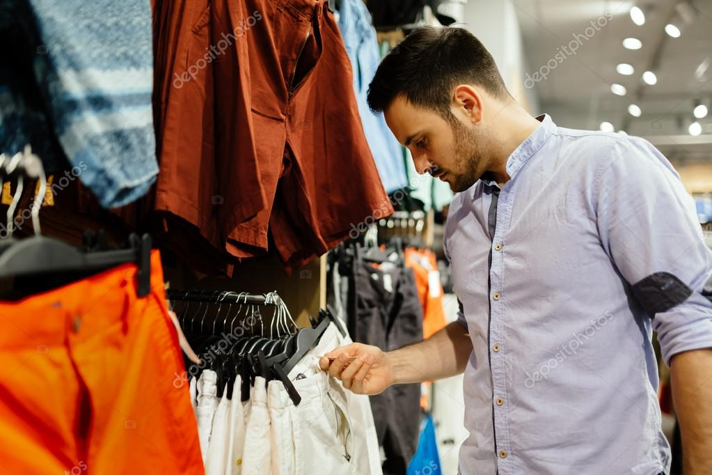 bf2ed8b15394d Comprar ropa de hombre guapo– imagen de stock