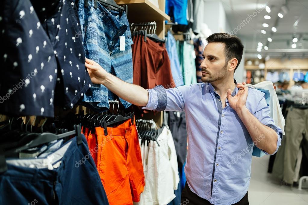 986138fb5bc26 Comprar ropa de hombre guapo — Fotos de Stock © nd3000  117824998