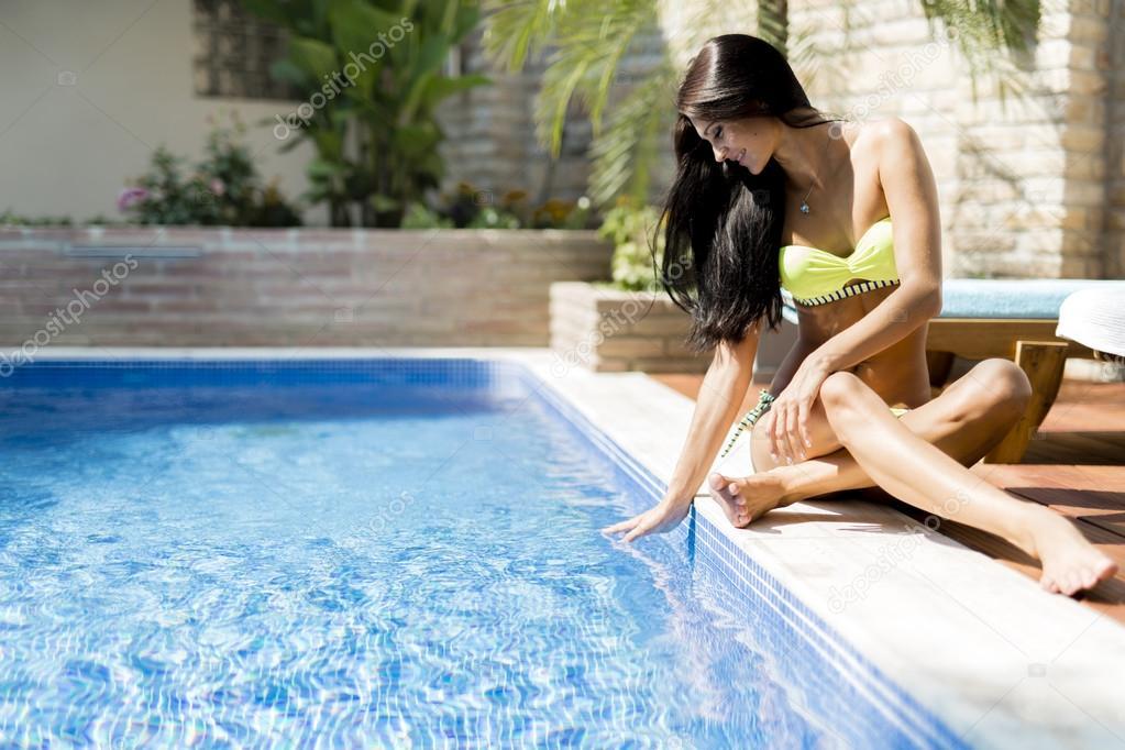 Эротические игры в воде, новые фото мини бикини девушки фото