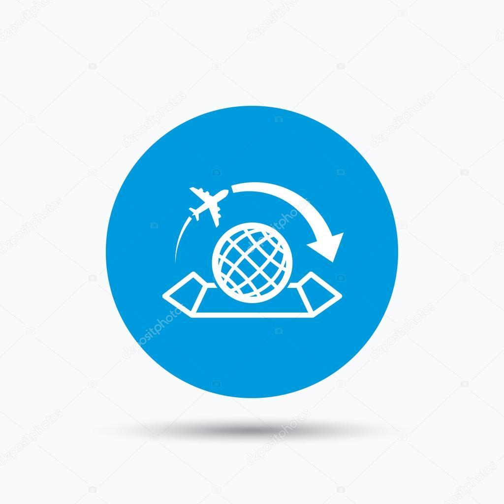 Icono de mapa del mundo signo de viaje avin vector de stock world map icon globe with arrow sign plane travel symbol blue circle button with flat web icon vector vector de tanyastock gumiabroncs Gallery