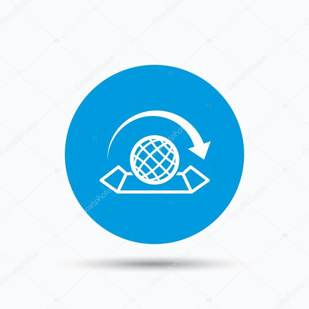 Icono de mapa del mundo globo con signo de flecha vector de stock world map icon globe with arrow sign travel location symbol blue circle button with flat web icon vector vector de tanyastock gumiabroncs Gallery