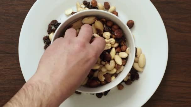 Mísa s jídlem na talíři