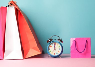 Shopping bags with clock