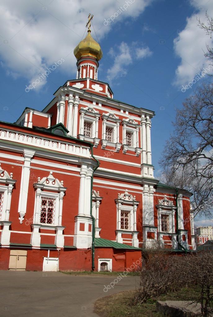 Moscú Rusia 24 De Abril De 2004 Estatua Del Caballero En El Convento De Novodevichy Moscú Fotografía De Stock Shiler 84024404 Depositphotos