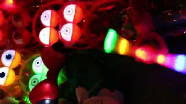Thajsko, červenec 2016: barevné rotující vrtule s blikající  pípání hračky v noci v Asii