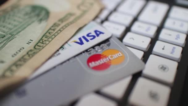 eCommerce kamera Dolly #10 - hitelkártya és a pénzt a billentyűzet