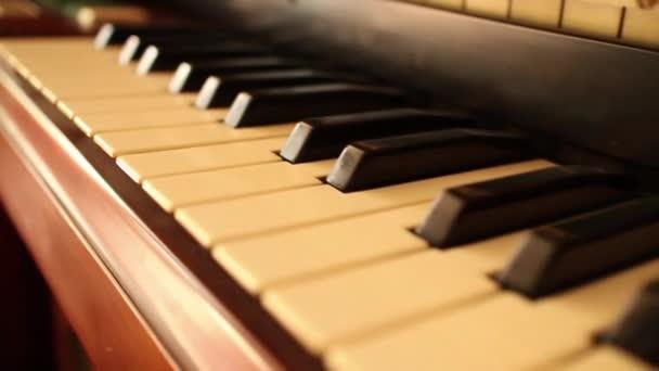 PIANO-ORGAN KEYS (Dolly Move) - 60 fps reverse dolly along keys