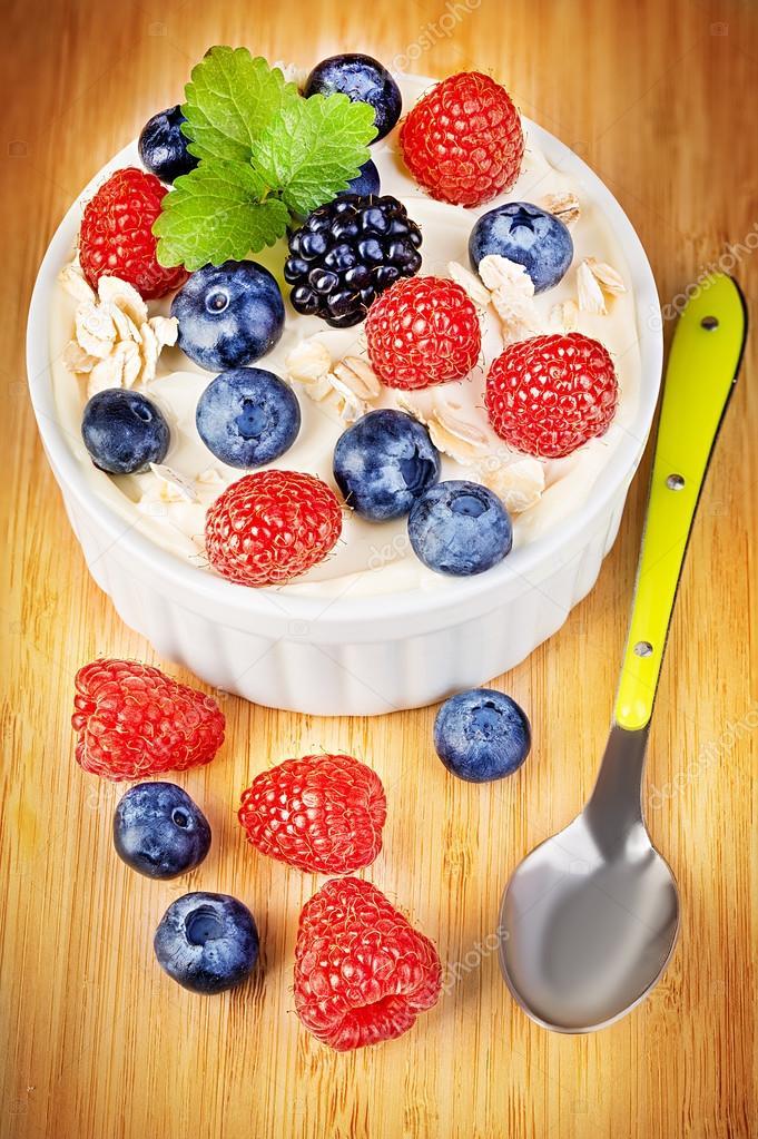 Nachtisch Mit Joghurt Und Frischen Beeren Diat Fruhstuck