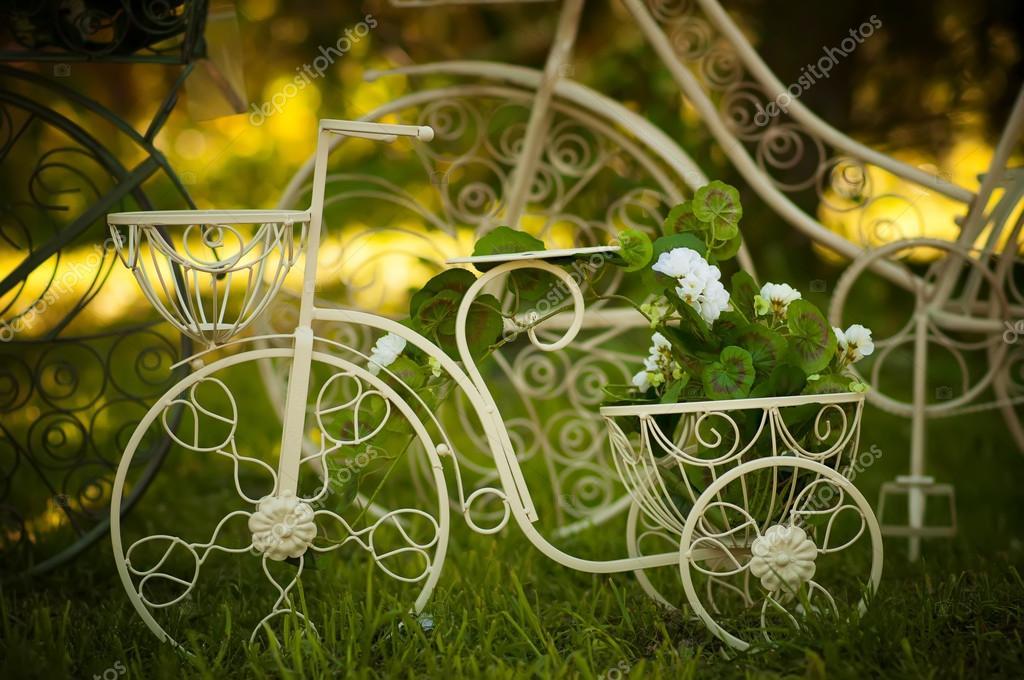 décoration de jardin vélo — Photographie nkrivko © #81163378