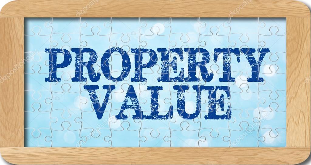 rompecabezas de valor de la propiedad en marco de madera — Foto de ...