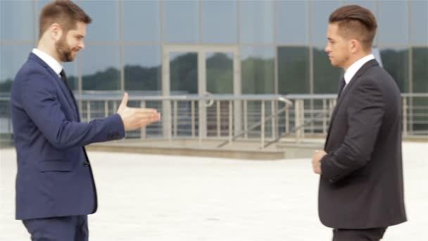 handshake dvou obchodních partnerů