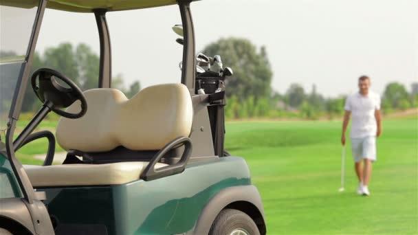 Golfista v golfcart