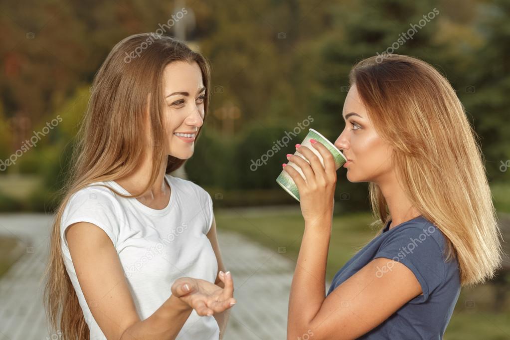 Mädchen treffen